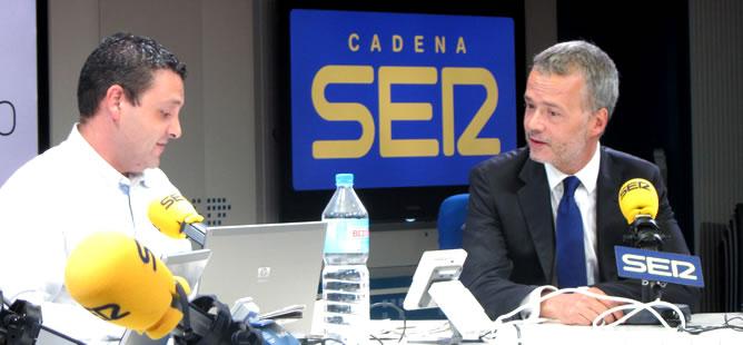 Pedro Blanco entrevista en 'Hoy por Hoy' al ministro del Interior, Antonio Camacho