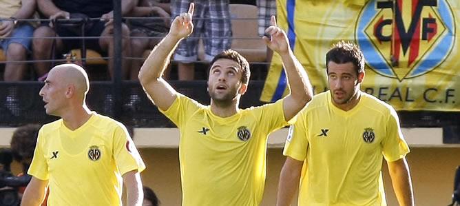 El delantero italiano, Giuseppe Rossi, celebra su gol, el primero del Villarreal
