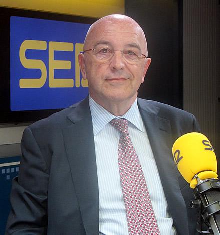 Joaquín Almunia, en los estudios de la SER