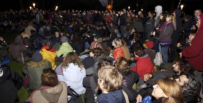 'Indignados' españoles se manifiestan a su llegada al parque Elisabeth de Koekelberg, Bruselas