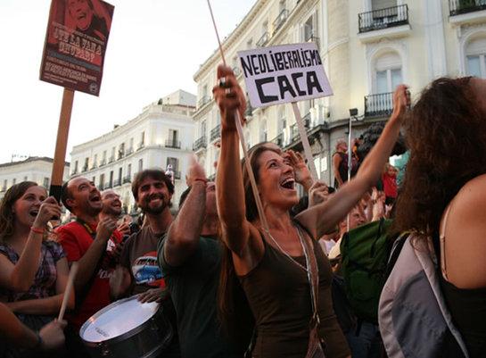 FOTOGALERIA: Júbilo ante los cánticos de los indignados en Sol