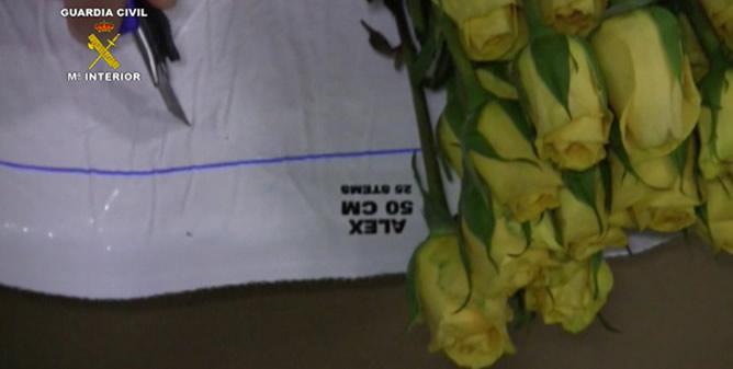 La Guardia Civil incauta más de 100 kilos de cocaína ocultos en los envoltorios de las flores en Barajas