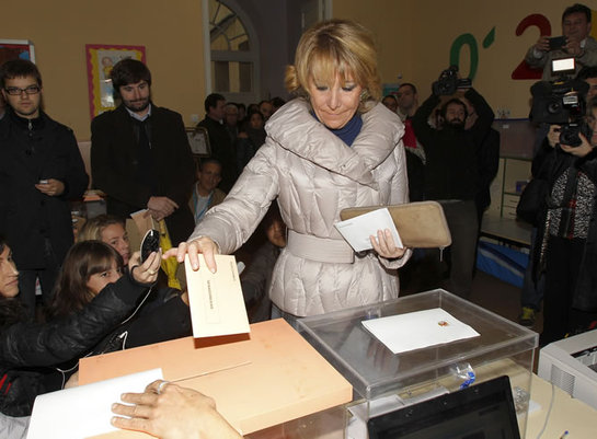 FOTOGALERIA: Esperanza Aguirre vota en Madrid