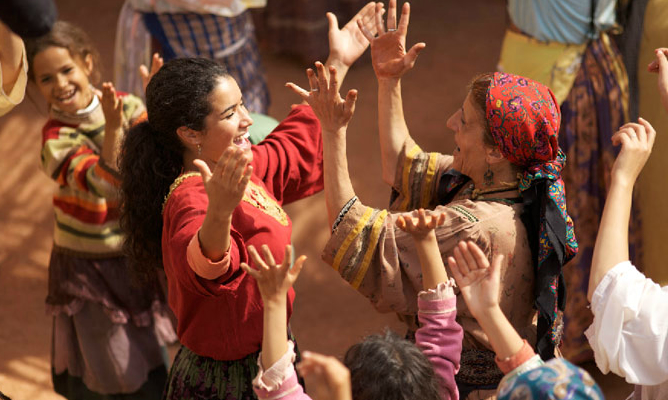 Fotograma de la película 'La fuente de las mujeres', de Radu Mihaileanu