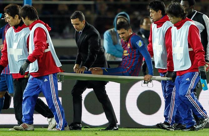 El asturiano sale de la semifinal del Mundialito frente al Al-Sadd tras romperse la tibia de su pierna izquierda