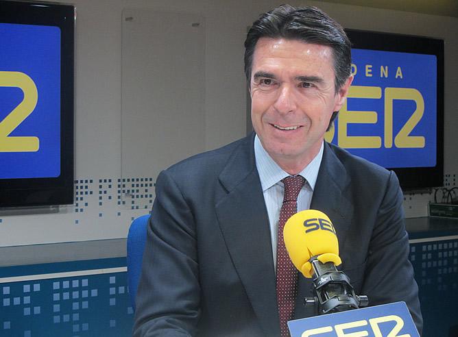 El presidente del PP canario, José Manuel Soria, en los micrófonos de la Cadena SER