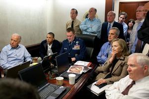 Miembros del Gobierno y el Ejército de EE UU siguen la operación contra Bin Laden desde la Casa Blanca