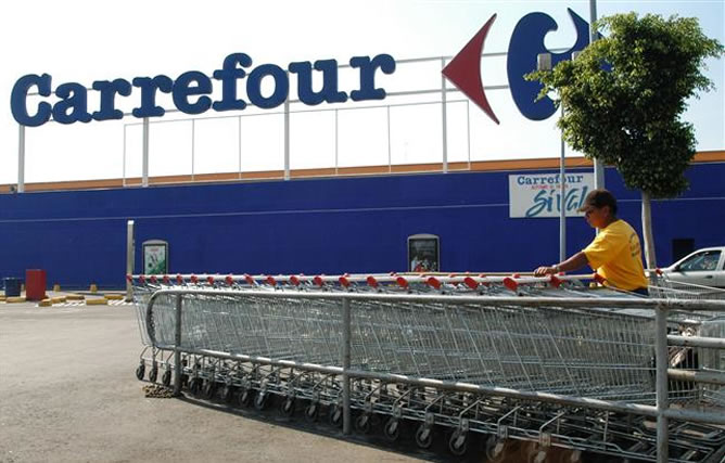 """Consumidores denuncian a Carrefour por presunta estafa en sus ofertas de """"pack ahorro"""""""