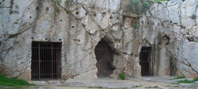 Prisión de Sócrates en la colina de Filopapos en Atenas