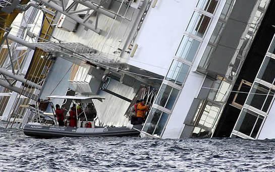 FOTOGALERIA: Localizado un tercer superviviente en el interior del 'Costa Concordia'