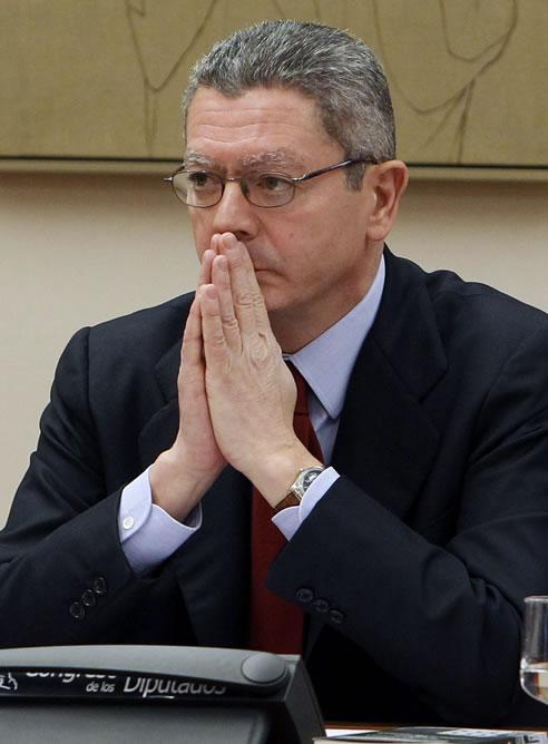 El ministro de Justicia, Alberto Ruiz-Gallardón, durante su comparecencia esta mañana a petición propia ante la Comisión de Justicia del Congreso para dar cuenta de sus planes al frente del Ministerio