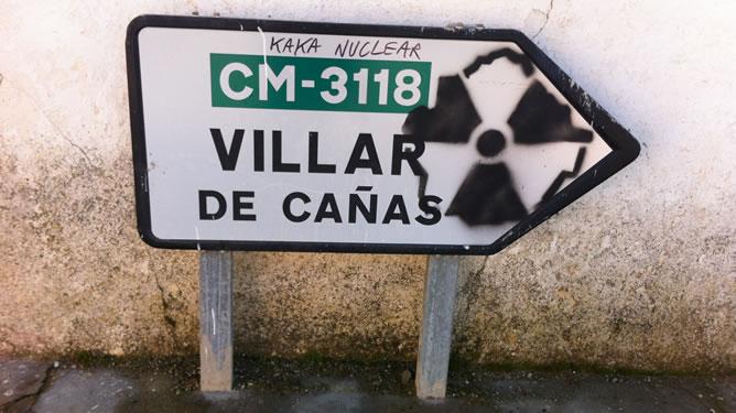 Señal en contra del almacén de residuos radiactivos en Villar de Cañas
