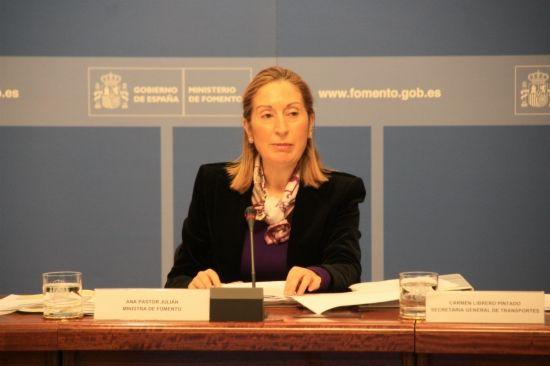 """La ministra anuncia tarifes d'AVE """"més assequibles"""""""