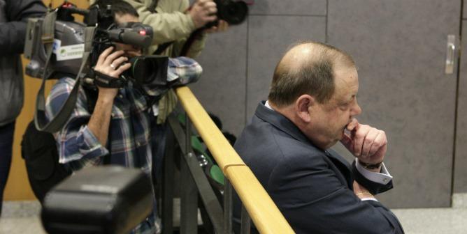 El expresidente de la ONG Anesvad, José Luis Gamarra Aranoa. sentado en el banquillo