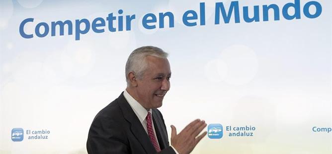 Javier Arenas, momentos antes de participar en un acto con empresarios andaluces en Sevilla