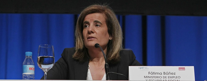 La ministra de Empleo, Fátima Báñez, tras las movilizaciones del domingo y la convocatoria de huelga general para el próximo 29 de marzo