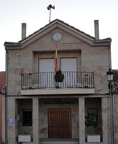 """Fachada del ayuntamiento de Peleas de Abajo, un pueblo zamorano de 241 habitantes que se ha ganado el oneroso calificativo de """"pueblo más endeudado de España"""""""