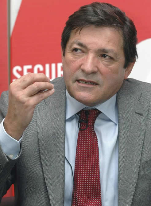 El candidato del PSOE a la presidencia de Asturias, Javier Fernández