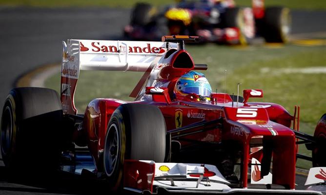 Fernando Alonso rodando en el circuito de Albert Park