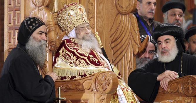 Imagen del cadáver del patriarca de la Iglesia Cristiana Copta Egipcia, Shenuda III, durante su velatorio