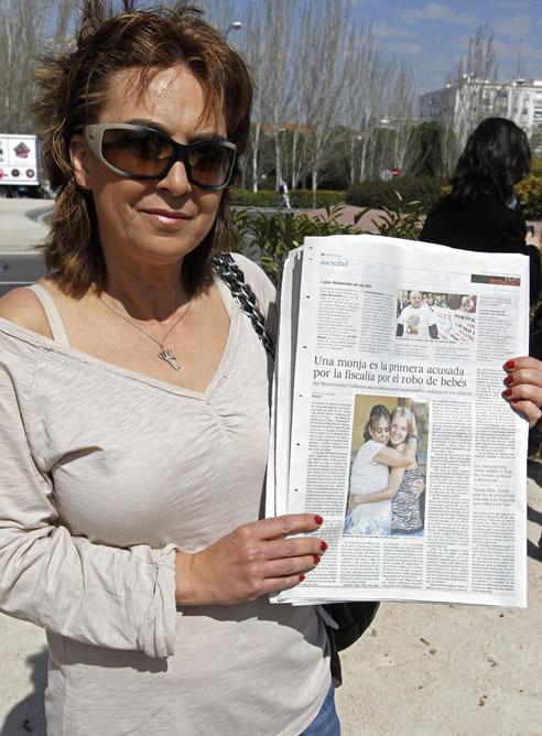 La mujer que acudió a dar a luz a una niña a la clínica de Santa Cristina después de haberse enterado de que sor María ayudaba a mujeres con problemas, pero que al final le quitó supuestamente a su hija para darla a otra familia (EFE)