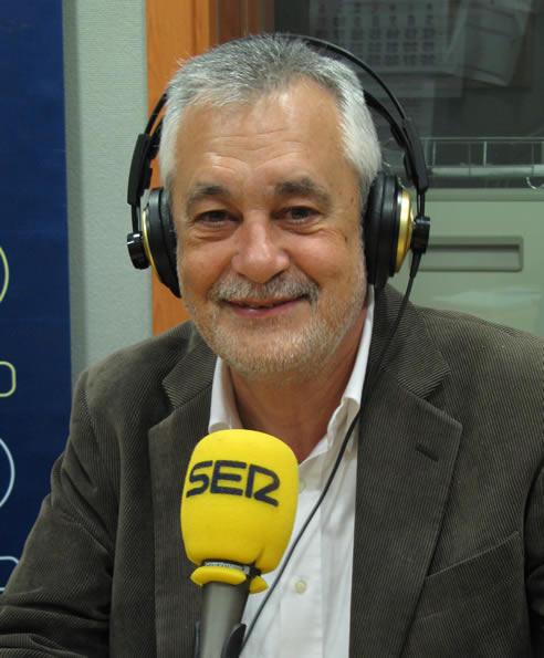 El presidente de la Junta de Andalucía y candidato de nuevo por el PSOE-A, José Antonio Griñán, pasa por los micrófonos de SER tres días antes de las elecciones andaluzas