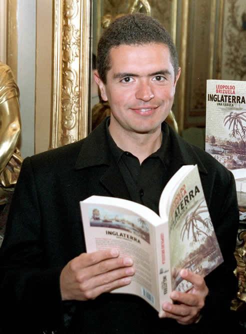 El escritor argentino Leopoldo Brizuela ha sido galardonado con el premio Alfaguara de Novela 2012