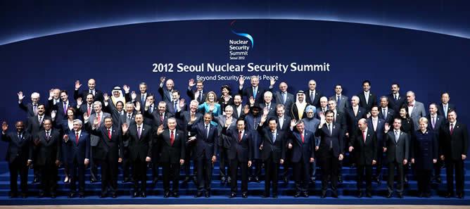 Foto de familia en la Cumbre Nuclear de Seúl