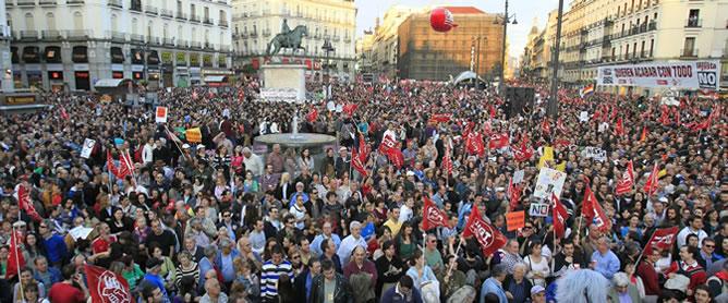 La marcha, que recorrió el centro de Madrid para terminar en Sol, estuvo encabezada por los secretarios generales de UGT y de CC.OO, Cándido Méndez e Ignacio Fernández Toxo.