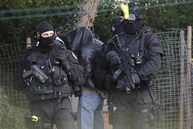Fuerzas especiales participan en la operación contra el islamismo integrista desarrollada en Francia en la que ha sido detenidas al menos 19 personas