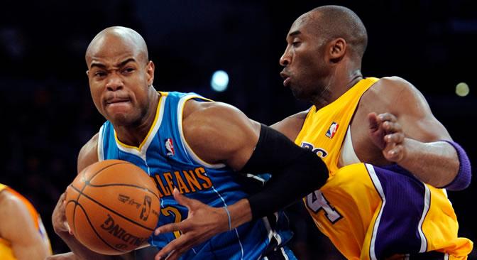 Kobe Bryant defiende a Jarrett Jack