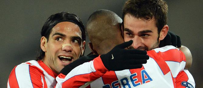 Los goles de Adrián y Falcao guían al Atlético a semifinales