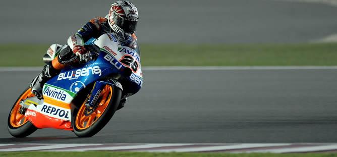 El español Maverick Vinales, del equipo Blusens Avintia ganador de la primera carrera de Moto3 en el GP de Catar