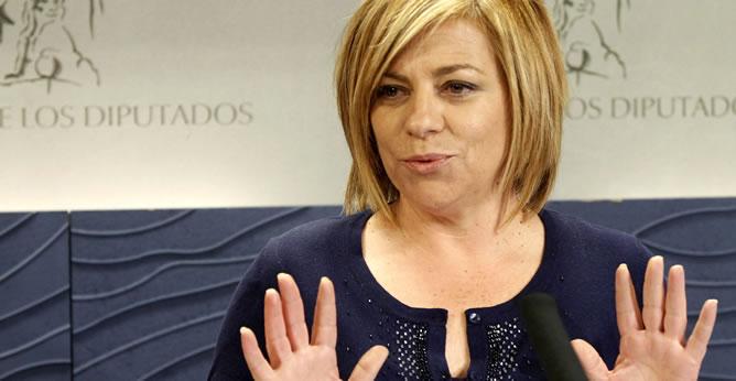"""La vicesecretaria general del PSOE, Elena Valenciano, ha advertido hoy de que el sistema sanitario y el educativo """"no soportarían un ajuste de 10.000 millones"""", la cifra que el Gobierno ha anunciado hoy que ahorrará en ambas materias."""