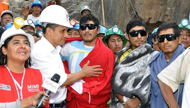 Los nueve mineros que quedaron atrapados al interior de la mina Cabeza de Negro en Ica fueron recibidos por el presidente de Perú, Ollanta Humala