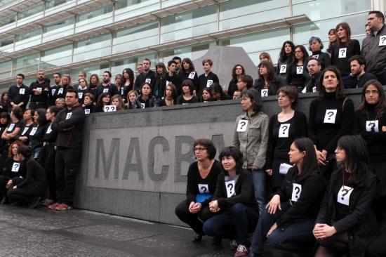Concentració de treballadors del MACBA que protesten pels acomiadaments