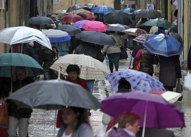 Calle de la Parte Vieja de San Sebastián, donde el jueves llovió durante todo el día