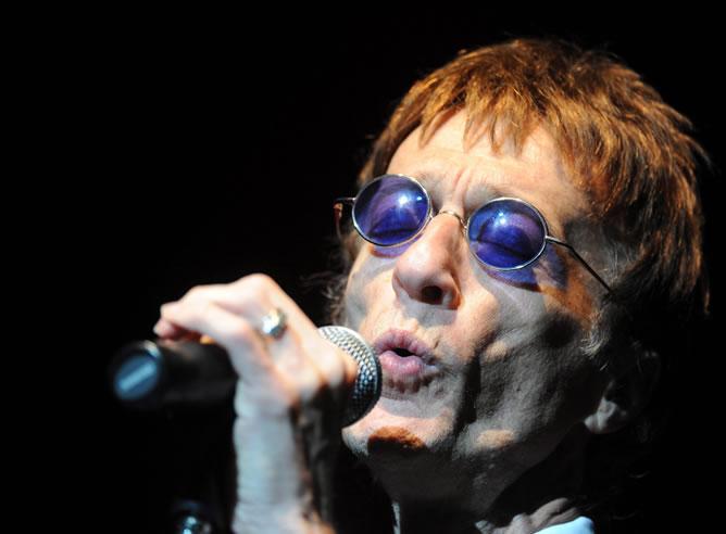 Imagen de archivo fechada el 29 de mayo de 2011 del cantante británico Robin Gibb durante un concierto en Varsovia (Polonia)