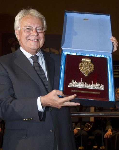 Homenaje a Felipe González en Radio Sevilla