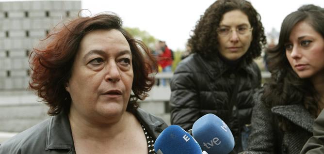 Soledad Monzón atiende a los periodistas a su salida de los Juzgados de la Plaza de Castilla, en Madrid, en donde ha ratificado la denuncia de presunto robo de su bebé