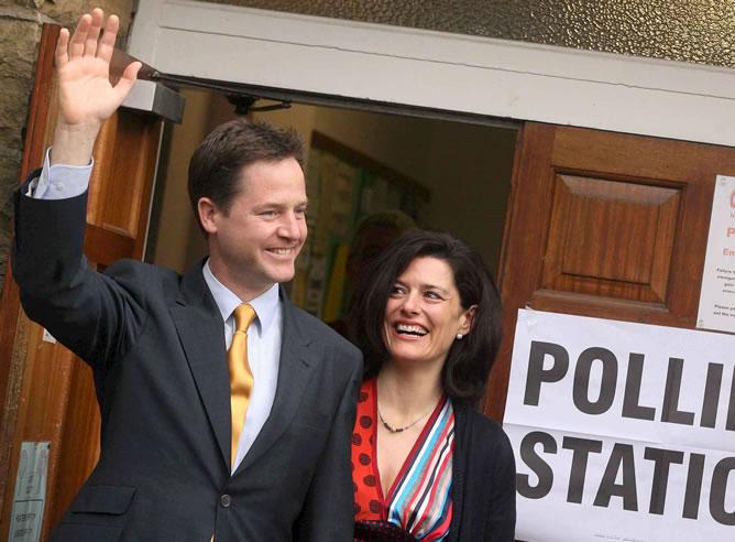 El viceprimer ministro británico, el liberal demócrata Nick Clegg, y su esposa, Miriam Gonzalez Durantez