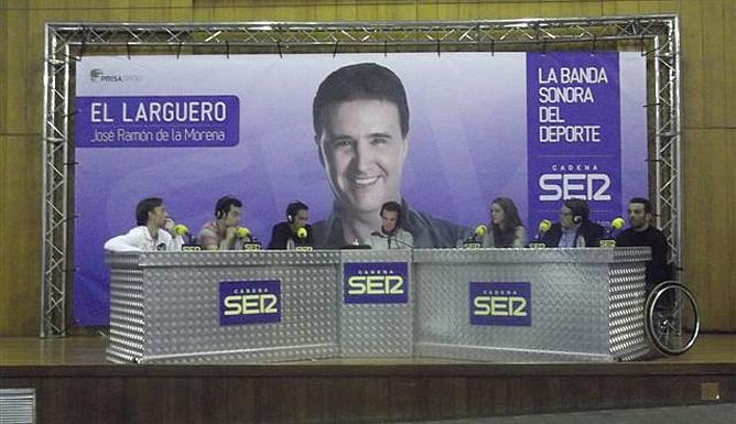 La mesa de 'El Larguero' compuesta por José Ramón, Edu Pidal, Norberto, David Alonso, Alberto Contador, Miriam y Paco