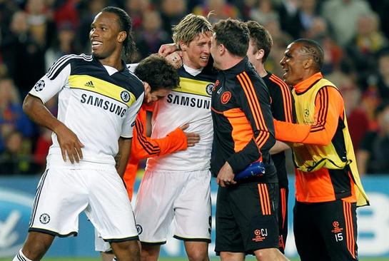 FOTOGALERIA: Fernando Torres remata al Barcelona