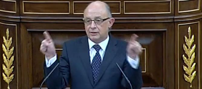 El ministro de Hacienda, Cristóbal Montoro, defiende sus presupuestos desde la tribuna del Congreso