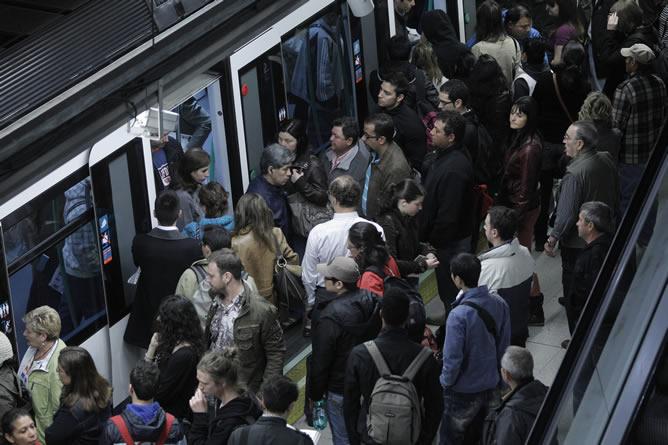 Una protesta contra el tarifazo paraliza durante unos minutos varias líneas del Metro de Madrid