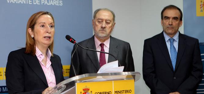 Ana Pastor, durante su intervención tras visitar dos de mayo las obras del Ave entre León y Asturias