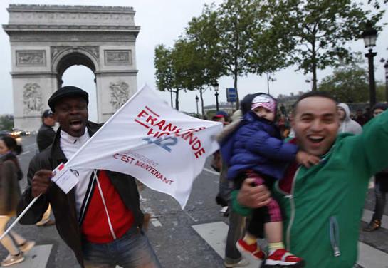 FOTOGALERIA: Los franceses celebran el triunfo de Hollande por las calles de París