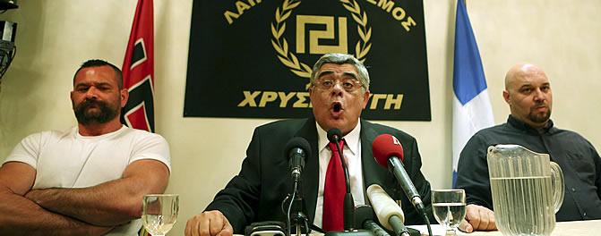 """""""Temednos, que ya llegamos"""", amenaza el líder del partido neonazi griego Amanecer Dorado"""