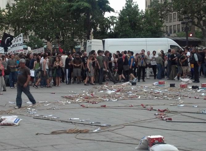 Varios manifestantes se han colado en la plaza del Ayuntamiento de Valencia
