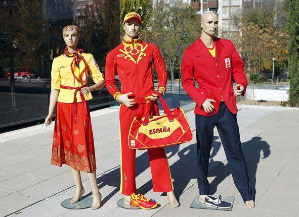 Alejandro Blanco, Presidente del COE, ha desmentido que éstos vayan a ser los uniformes de los españoles en los próximos Juegos Olímpicos de Londres